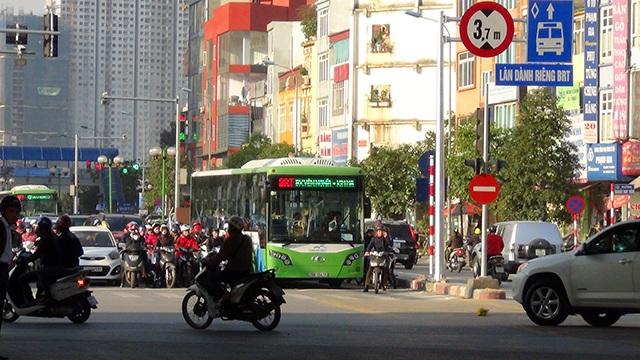 Hơn 20 chiếc xe buýt nhanh lăn bánh giờ cao điểm sáng nay