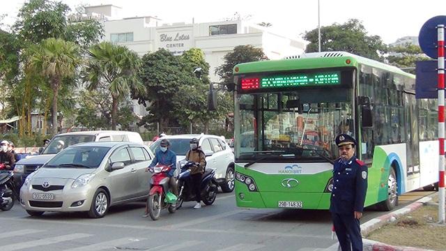 Lực lượng Thanh tra giao thông, Cảnh sát giao thông được bố trí phân làn đường các tuyến buýt nhanh đi qua