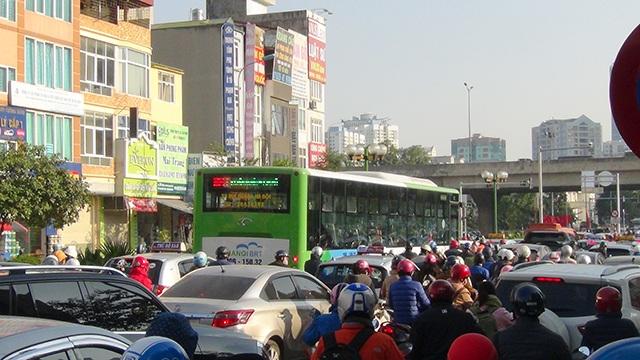 Ùn tắc nghiêm trọng dọc các tuyến đường buýt nhanh đi qua