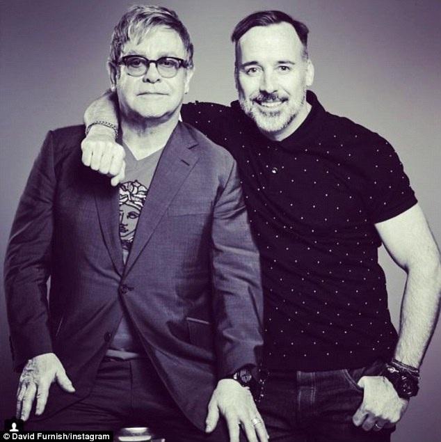 Elton John kỷ niệm 10 năm gắn bó với bạn đời đồng tính - 1