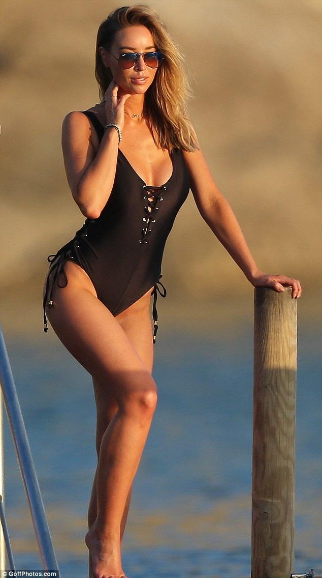 Lauren Pope khoe dáng nuột nà trong kỳ nghỉ tại Ibiza, Tây Ban Nha ngày 4/10 vừa qua