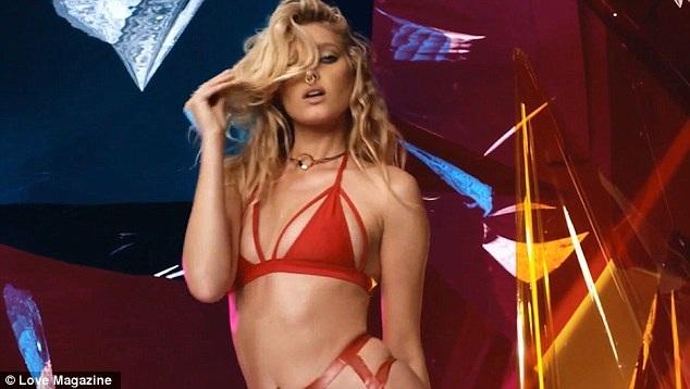 Siêu mẫu tóc vàng trở thành thiên thần của hãng Victorias Secret từ năm 2015, cô hiện đứng trong top 50 siêu mẫu sexy nhất thế giới do trang web Models bình chọn