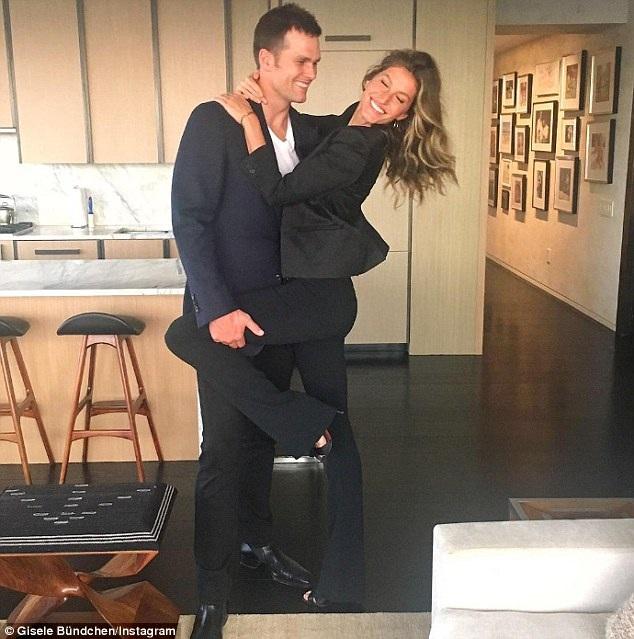 Gisele Bundchen từng hẹn hò trong 5 năm với tài tử Leonardo DiCaprio. Cặp đôi chia tay nhau năm 2005 và sau đó Bundchen kết hôn với vận động viên thể thao Tom Brady vào năm 2009