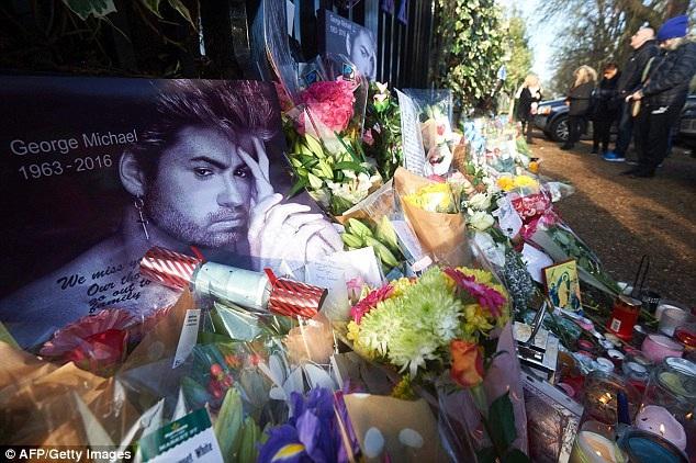 George Michael sẽ yên nghỉ bên mẹ - 4