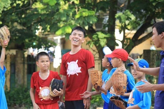 Bên cạnh niềm đam mê với trái bóng tròn, Giang Nam còn có khả năng chơi bóng chày tốt.