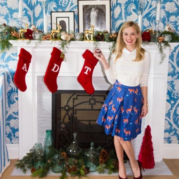 Reese Witherspoon tưng bừng trang trí nhà cửa để đón giáng sinh. Nữ diễn viên 40 tuổi có ba con: Ava, 17 tuổi, Deacon, 13 tuổi và Tennessee, 4 tuổi.