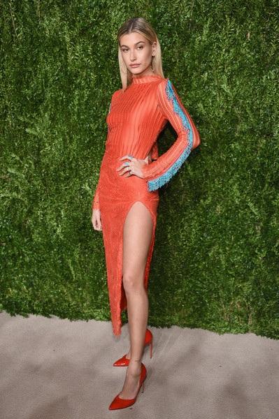Người mẫu đang nổi Hailey Baldwin có bố là diễn viên đình đám Stephen Baldwin. Cô gái xinh đẹp này đang là người mẫu đắt show ngoài ra còn thiết kế thời trang. Hạn chế duy nhất của cô gái xinh đẹp này là thấp hơn chuẩn siêu mẫu thông thường (Hailey chỉ cao 1,71m), vì thế cô bị cản trở trong một số show diễn lớn.