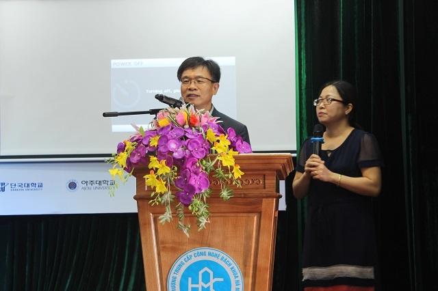Phát biểu khai mạc, Cục trưởng Cục Giáo dục tỉnh Gyeonggi, Hàn Quốc - ông Chun Sang Kyun cho biết, khoảng 4.700 doanh nghiệp Hàn Quốc đang đầu tư tại Việt Nam và có khoảng 1 triệu người Việt đang sinh sống, học tập, làm việc tại Hàn Quốc.