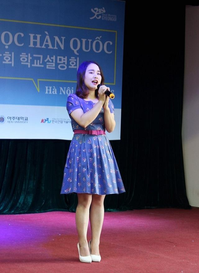 """Nữ sinh Việt thể hiện ca khúc """"Shiny day"""" bằng tiếng Hàn."""
