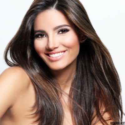 Hoa hậu Stephanie del Valle Díaz, 19 tuổi, đang theo học đai học tại Mỹ.