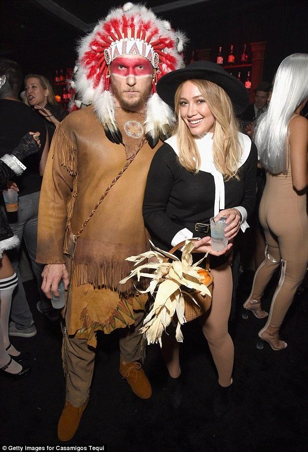 Hilary Duff và bạn trai mới Jason Walsh đã đón Halloween bên nhau.