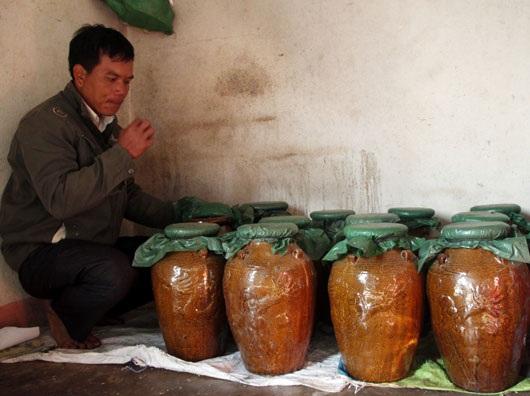Mỗi ché rượu được ủ từ 1 tháng đến 1 năm cho vị ngọt, cay cay dễ uống đồng thời ché phải được phơi liên tục dưới nắng 5 ngày để cho thứ rượu ngon nhất