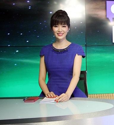 Hoa hậu Việt Nam 1994 lần đầu thử sức ở vai trò MC chương trình thời sự của An ninh TV. Ảnh: AV.