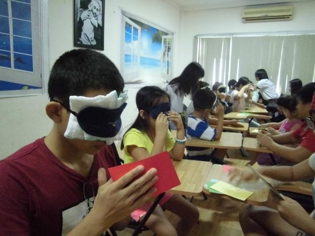 Lớp dạy kích hoạt não giữa của Trung tâm trí tuệ Việt (ảnh facebook Trung tâm trí tuệ Việt)