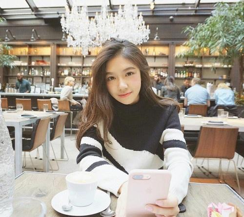 Cindy được cộng đồng mạng Trung Quốc săn đón như là một hot girl đáng ngưỡng mộ và học hỏi