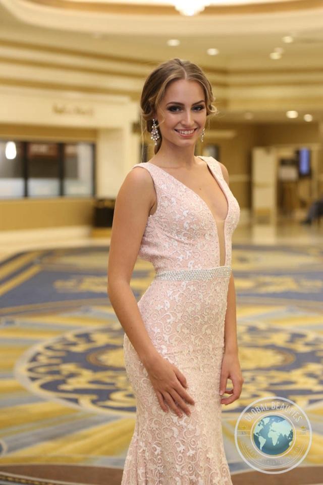 Đương kim hoa hậu hòa bình thế giới - Claire Elizabeth Pearl Parker của Úc