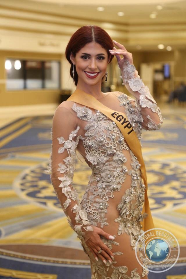 Hoa hậu Ai Cập táo bạo với váy xuyên thấu