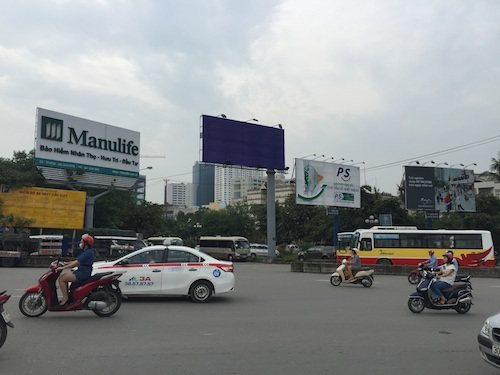 """Hà Nội: Biển quảng cáo không phép, sai phép nhận """"tối hậu thư"""" tháo dỡ khẩn"""