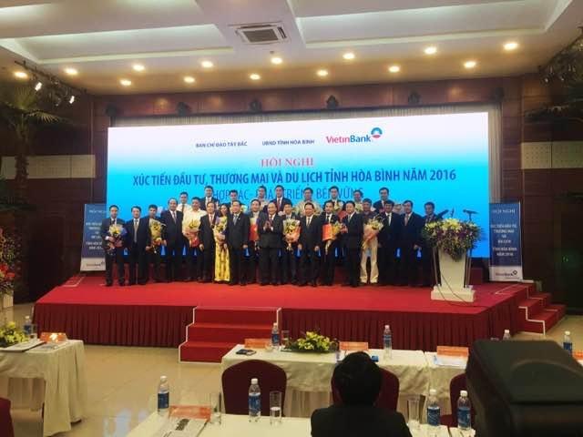 Ngày 19/11, Hội nghị Xúc tiến đầu tư tỉnh Hòa Bình đã được tổ chức với sự tham dự và chỉ đạo của Thủ tướng Chính phủ Nguyễn Xuân Phúc cùng các bộ ngành, địa phương.