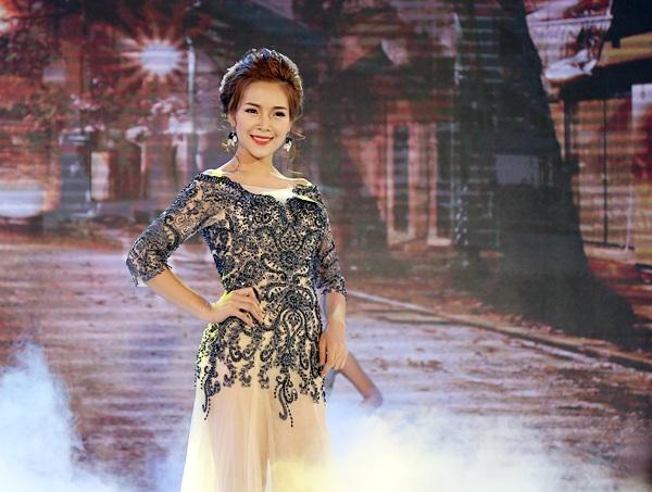 Nữ sinh Văn hóa Nghệ thuật quân đội đăng quang Hoa khôi sinh viên Hà Nội - 8