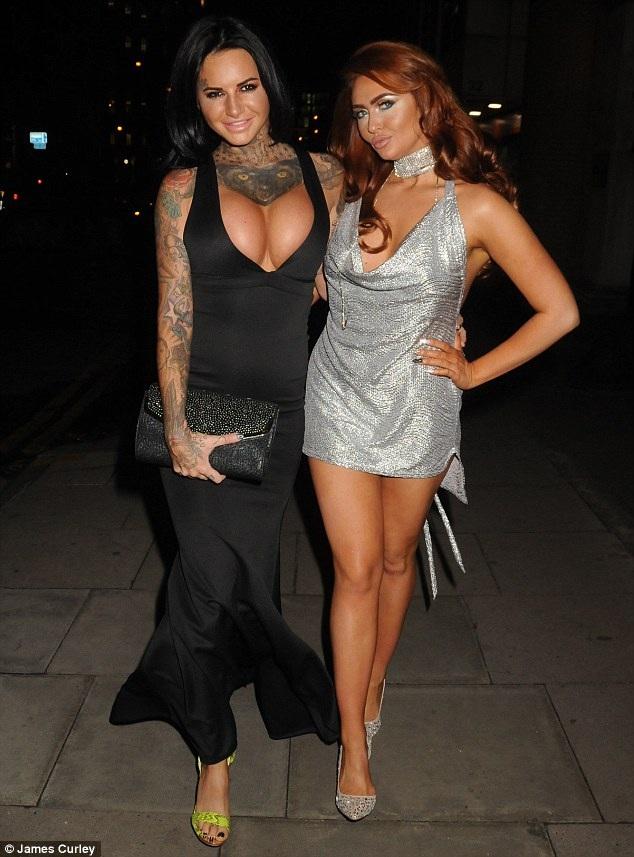 Jemma Lucy dự 1 lễ trao giải diễn ra tại London ngày 17/11 vừa qua cùng bạn thân Charlotte Dawson