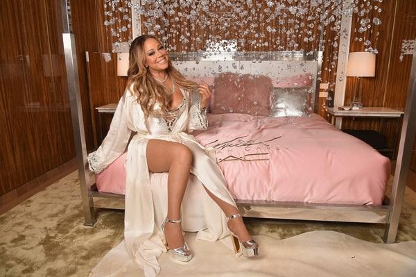 Dù dính nhiều tin đồn dao kéo nhưng không thể phủ nhận diva Mariah Carey quá trẻ so với tuổi 46. Nữ ca sỹ sở hữu chất giọng cao vút đã nổi tiếng nhiều năm vì việc chăm sóc bản thân vô cùng cầu kỳ, khác người. Cô không tiếc tiền chi cho việc làm đẹp, chỉnh trang nhan sắc và mua sắm hàng hiệu.