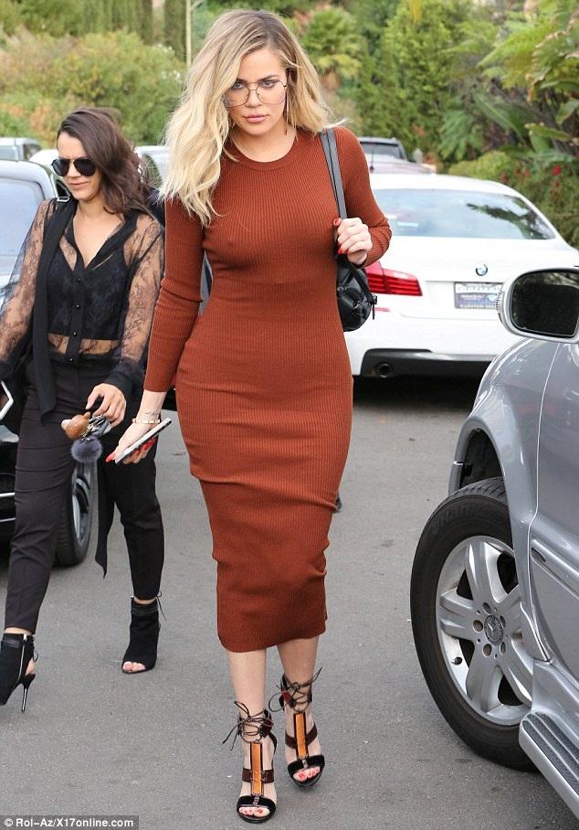 Khloe Kardashian gợi cảm dự tiệc ở Beverly Hills ngày 12/11 vừa qua
