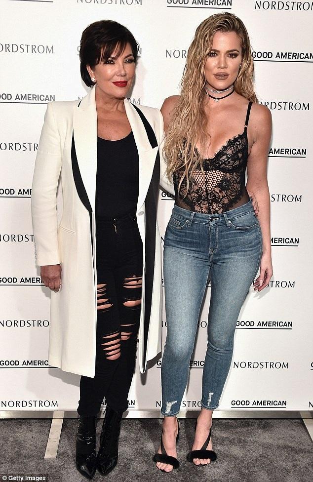 Khloe Kardashian bên mẹ - cũng là người quản lý của cô