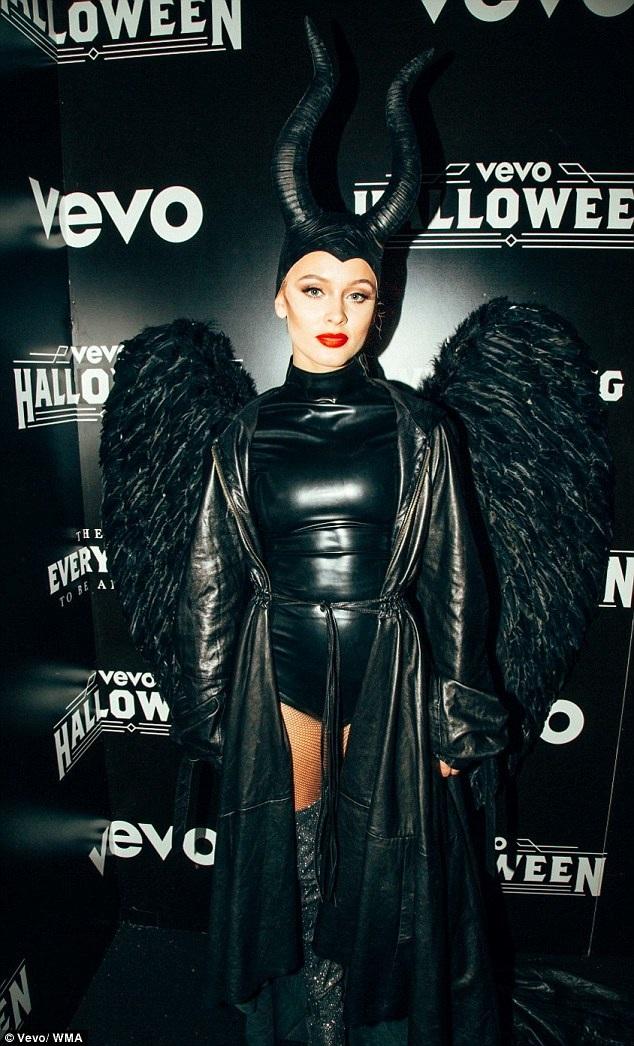 Zara Larsson đeo sừng như nhân vật phù thủy mà Angelina Jolie thủ vai