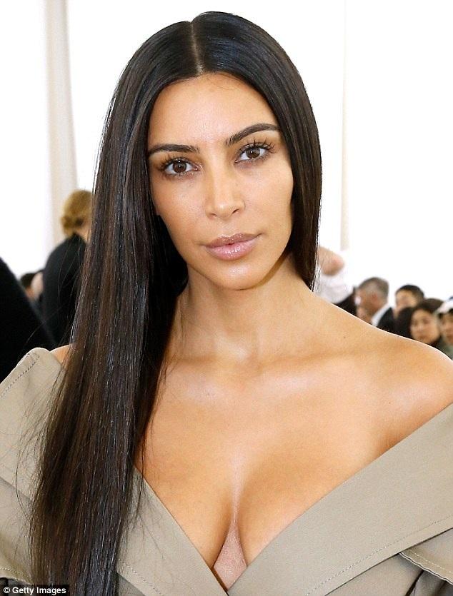 Cách đây ít ngày, Kim Kardashian hoảng loạn sau khi bị 5 tên cướp đột nhập vào nhà cô tại Paris, dí súng vào đầu cô rồi sau đó cướp đi số nữ trang trị giá gần 11 triệu đô la mà Kim là chủ sở hữu