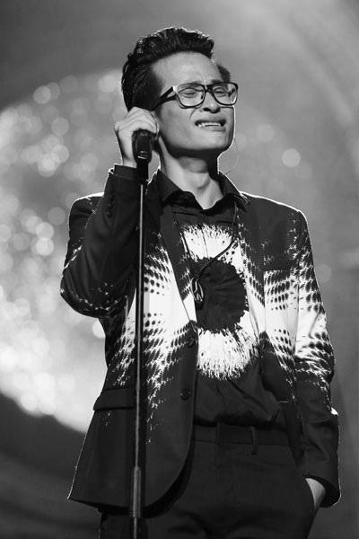 Hà Anh Tuấn bật khóc khi hát Tears in Heaven.