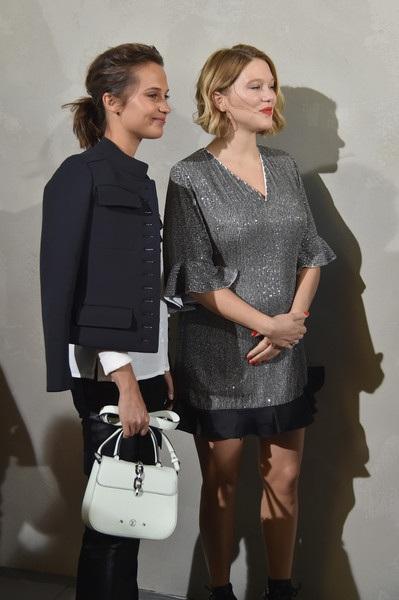 Nữ diễn viên Lea Seydoux bất ngờ xuất hiện trong ngày cuối của tuần lễ thời trang Paris