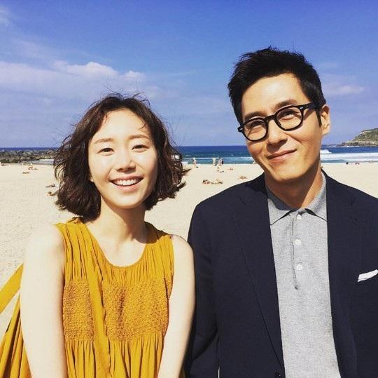 Nam diễn viên Kim Joo-hyuk và bạn gái kém 17 tuổi - Lee Yoo-young
