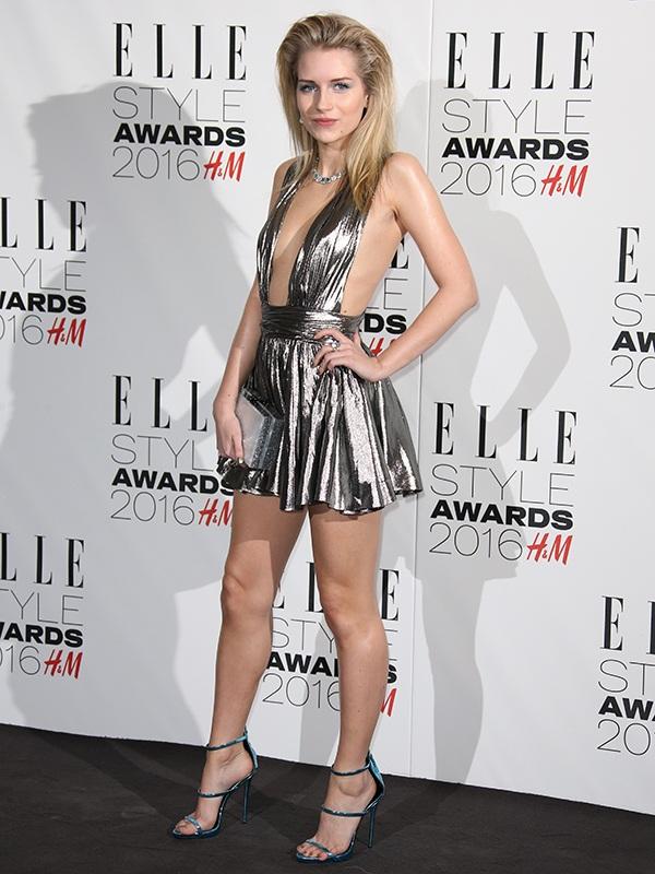 """Em gái Kate Moss """"lộ hàng"""" vì diện váy xuyên thấu - 4"""