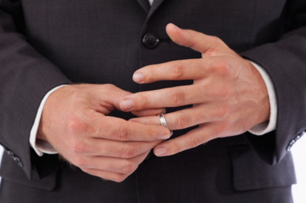 Vợ ung thư, chồng kiên quyết bỏ theo nhân tình - 1