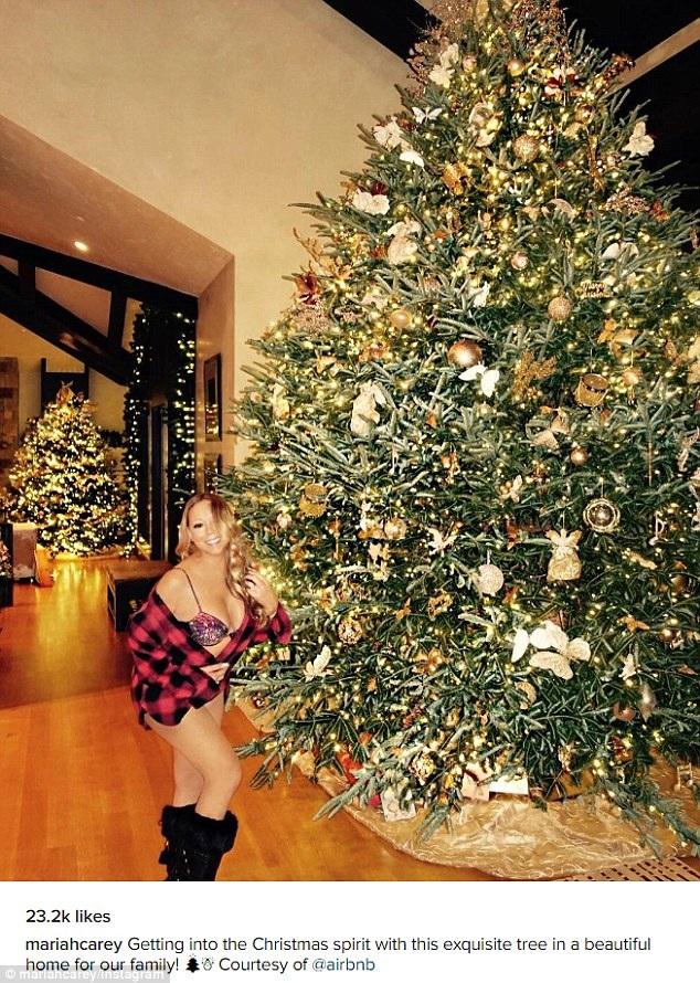 Diva xinh đẹp Mariah Carey khiến fans ghen tỵ khi khoe ảnh chụp bên cây thông khủng trong dinh thự tại Aspen, Mỹ. Ca sỹ 46 tuổi luôn nghỉ Giáng sinh ở đây từ hàng chục năm nay