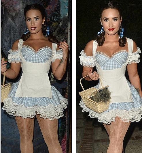 Demi Lovato - sexy và cổ điển
