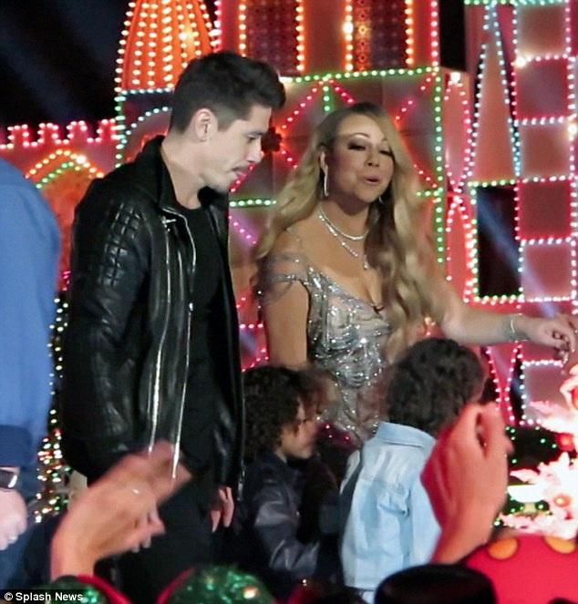 Diva nhạc Pop liên tục xuất hiện bên vũ công trẻ điển trai này làm dư luận xôn xao với ton điồn cô và chàng vũ công trẻ đang bí mật hẹn hò
