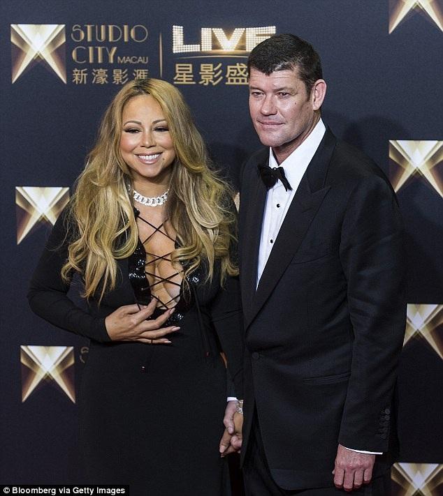 Mariah Carey đang hạnh phúc bên bạn trai, tỷ phú Úc James Packer. Cặp đôi đã đính hôn nhưng trì hoãn đám cưới ào mùa hè vừa qua.