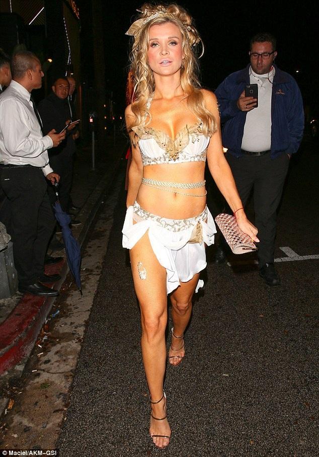 Người mẫu Playboy Joanna Krupa ăn vận rất sexy