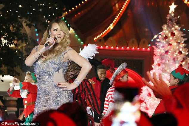 Cách đây ít tuần, ca sỹ xinh đẹp này đã hủy bỏ hôn ước với tỷ phú Úc James Packer