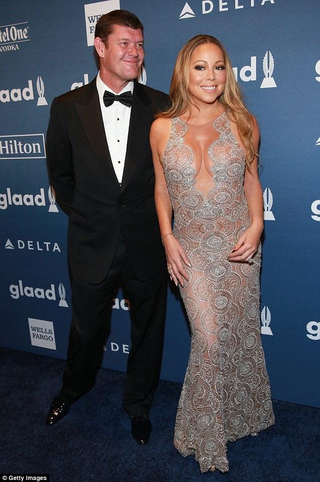 Mariah Carey vừa chia tay tỷ phú Úc James Packer sau gần 2 năm hẹn hò. Cô vẫn giữ chiếc nhẫn đính hôn 10 triệu đô trên tay.