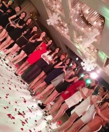 Các người mẫu tại hộp đêm Baoli. (Ảnh: Weibo)