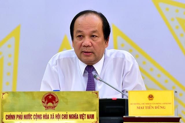 Người phát ngôn Chính phủ trả lời câu hỏi của báo giới tại cuộc họp báo.