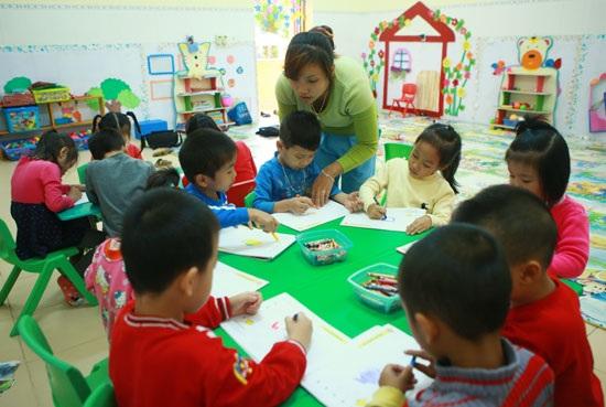 Trẻ em được nuôi dạy tại trường mầm non xã Việt Hải, huyện Cát Hải, Hải Phòng. (Ảnh: Lâm Khánh -TTXVN)