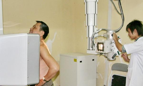 Việc đầu tư thiết bị y tế hiện đại cần phải gắn với đào tạo nhân lực y tế có chuyên môn- ảnh minh họa