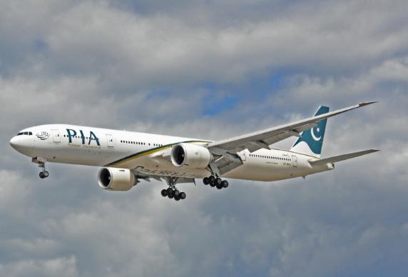 Một máy bay của hãng hàng không quốc tế Pakistan (PIA). Ảnh: Reuters