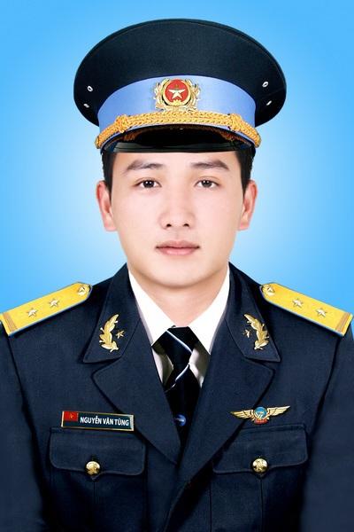 Trung uý Nguyễn Văn Tùng, học viên bay.