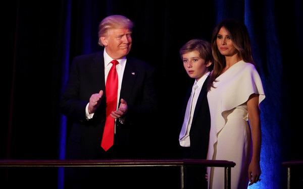 Donald Trump có bài phát biểu sau khi đắc cử tổng thống Mỹ. Vợ và con trai của ông không thể vắng mặt trong giờ phút đặc biệt quan trọng này