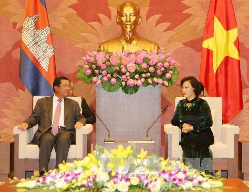 Chủ tịch Quốc hội Nguyễn Thị Kim Ngân hội kiến cùng Thủ tướng Samdech Techo Hun Sen. (Ảnh: TTXVN)